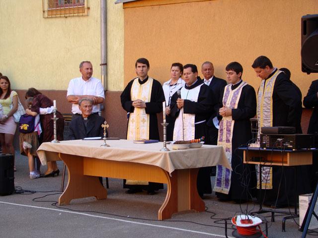 """Prima zi de scoala la Liceul Teologic Greco-Catolic """"Iuliu Maniu"""" din Oradea,"""