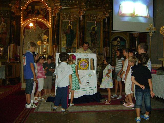 """""""Liturghia copiilor, în fiecare duminica de la ora 12:00 la Catedrala """"Sfântul Nicolae"""""""","""