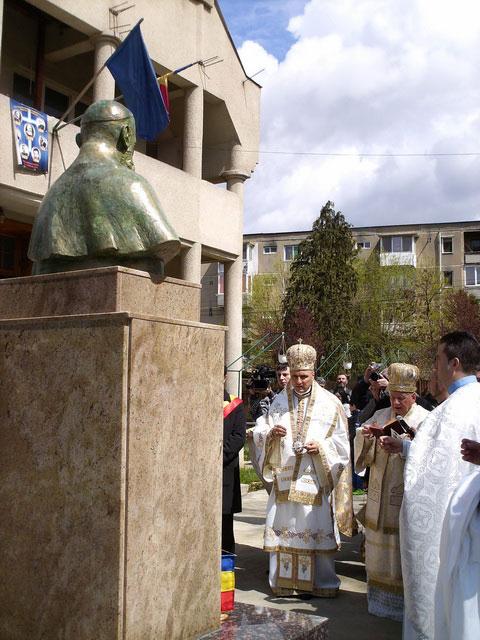Dezvelirea bustului episcopului martir Valeriu Traian Frentiu la Resita,