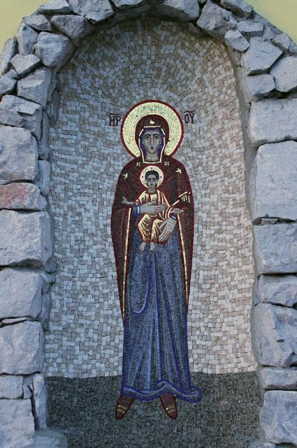 Programul Devotiunilor în cinstea Maicii Domnului în luna mai 2012 la grota din curtea Seminarului Teologic,