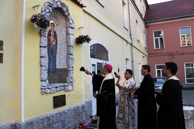 Sfintirea mozaicului de la grota din curtea Seminarului Teologic din Oradea,