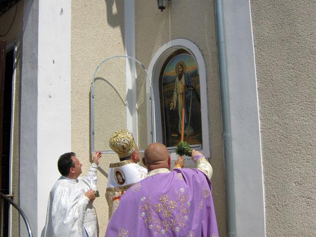 Sfintirea icoanelor de pe fatada bisericii si a casei parohiale din Ghenetea,