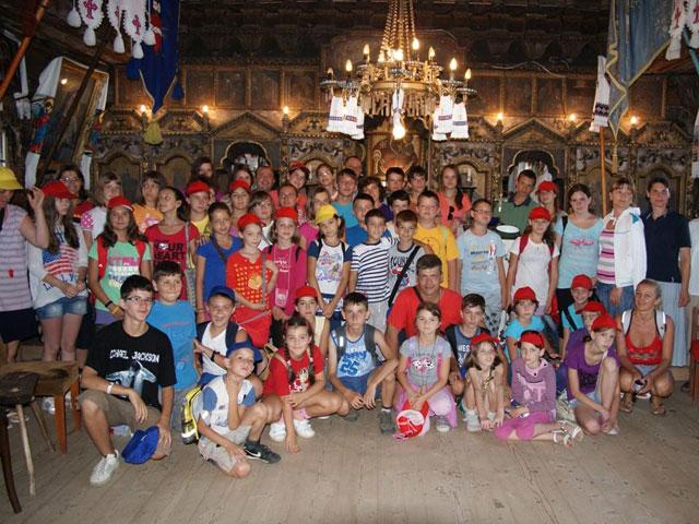 """Tabara copiilor Grupului """"Dominic Savio"""" de la Manastirea Franciscana """"Adormirea Maicii Domnului"""","""