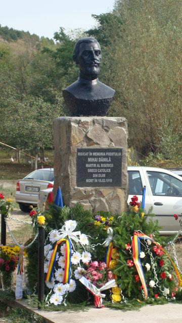 Dezvelirea bustului parintelui Mihai Danila la Dijir,
