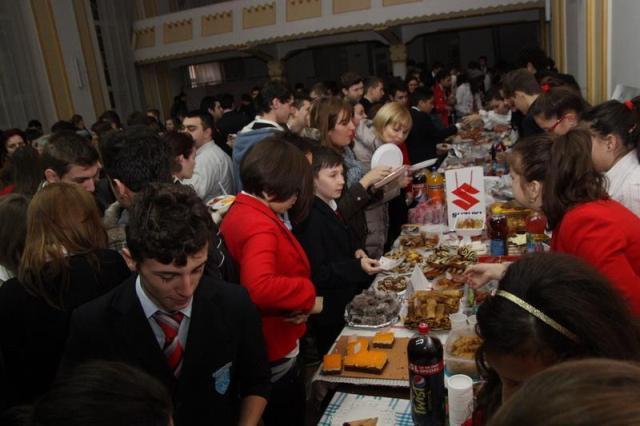 """Târgul gastronomic organizat de Liceul Greco-Catolic """"Iuliu Maniu"""" din Oradea,"""