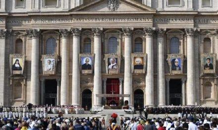 """Sfinte Paul al VI-lea, roaga-te pentru noi! Predica papei Francisc la canonizare"","