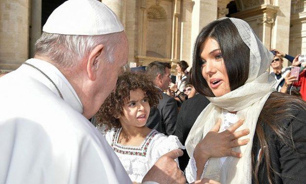 """Paula Seling în vizită la papa Francisc: """"Parcă eram din nou copil într-o sfântă zi de Paște"""""""