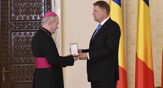 ÎPS Ioan Robu, decorat de președintele Iohannis